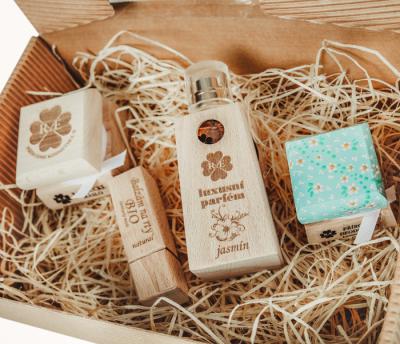 RaE přírodní kosmetika - Dámský dárkový balíček- Jasmín - velký  Káva laté