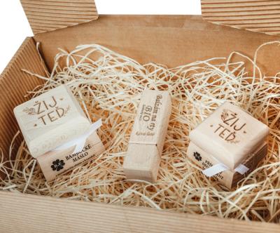 RaE přírodní kosmetika - Dámský dárkový balíček - Žij teď - malý  Karamel